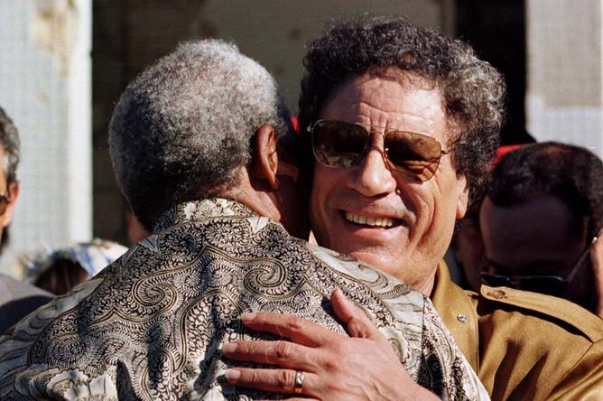 Нельсон Мандела и Муамар Каддафи, 1997 год