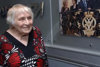 Французская писательница Анн Голон во время пресс-конференции в честь начала продаж в России первого тома обновленной многотомной серии «Анжелика», 2008 год