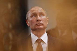 Владимир Путин во время посещения Воскресенского Ново-Иерусалимского мужского монастыря в подмосковной Истре, 15 ноября 2017 года