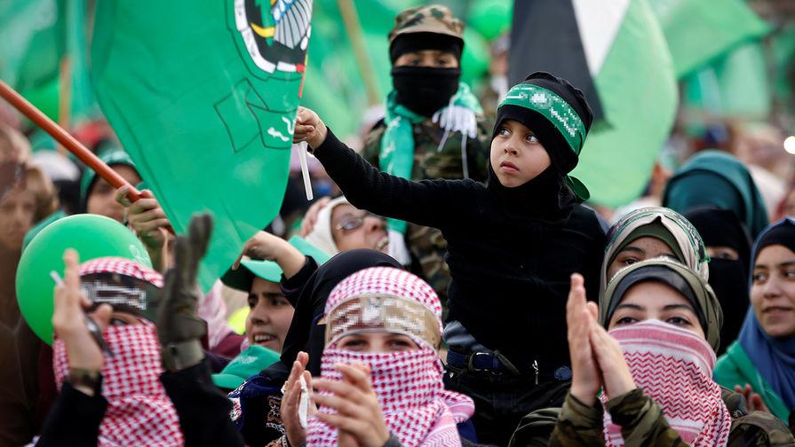 Сторонники ХАМАС во время празднования 30-летия организации в Газе, 14 декабря 2017 года
