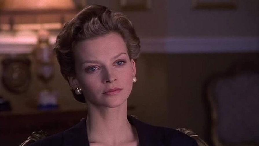 Актриса Джули Коксв фильме «Влюбленная принцесса» (1996). Фильм снят по книге Анны Пастернак. Сюжет крутится вокруг романа капитана Джеймса Хьюитта и леди Ди, который случился когда она еще была замужем за принцем Чарльзом, что потрясло весь королевский двор. Зрители были недовольны выбором актрисы, из-за того что Кокс брюнетка и ниже ростом, чем была сама принцесса.