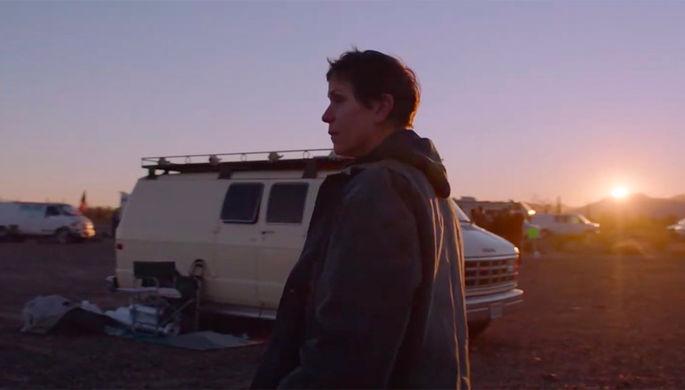 Кадр из фильма «Земля кочевников» (2020)