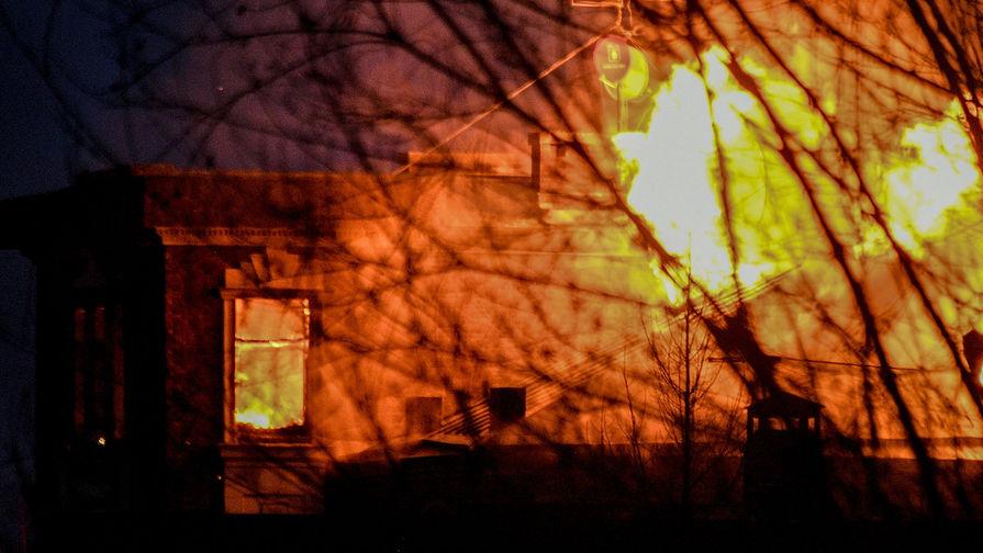 Пожар в доме забаррикадировавшегося в Мытищах пенсионера, открывшего огонь по сотрудникам правоохранительных органов, 30 марта 2021 года
