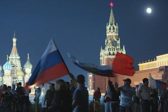 Российские болельщики празднуют победу футбольной сборной