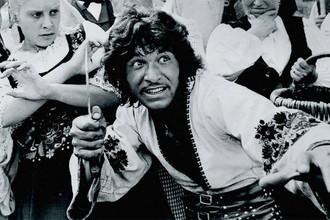 Дмитрий Бузылев в фильме «Табор уходит в небо» (1976)