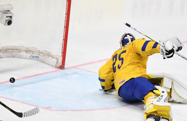 Во время матча группового этапа чемпионата мира по хоккею между сборными командами Швеции и России в Братиславе, 21 мая 2019 года