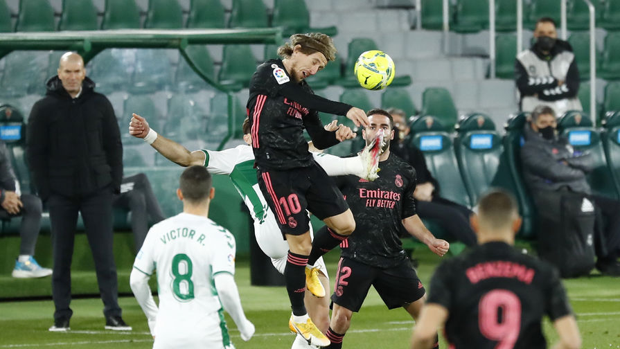 Лука Модрич забивает гол в матче «Эльче» — «Реал Мадрид»