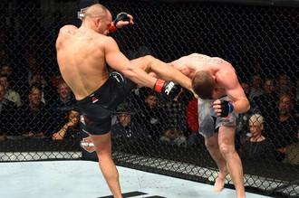 Эдди Альварес и Джастин Гетджи на турнире UFC 218