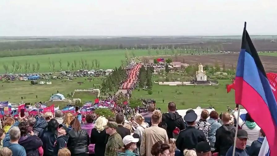 Самую большую в мире георгиевскую ленту удалось развернуть в ЛНР