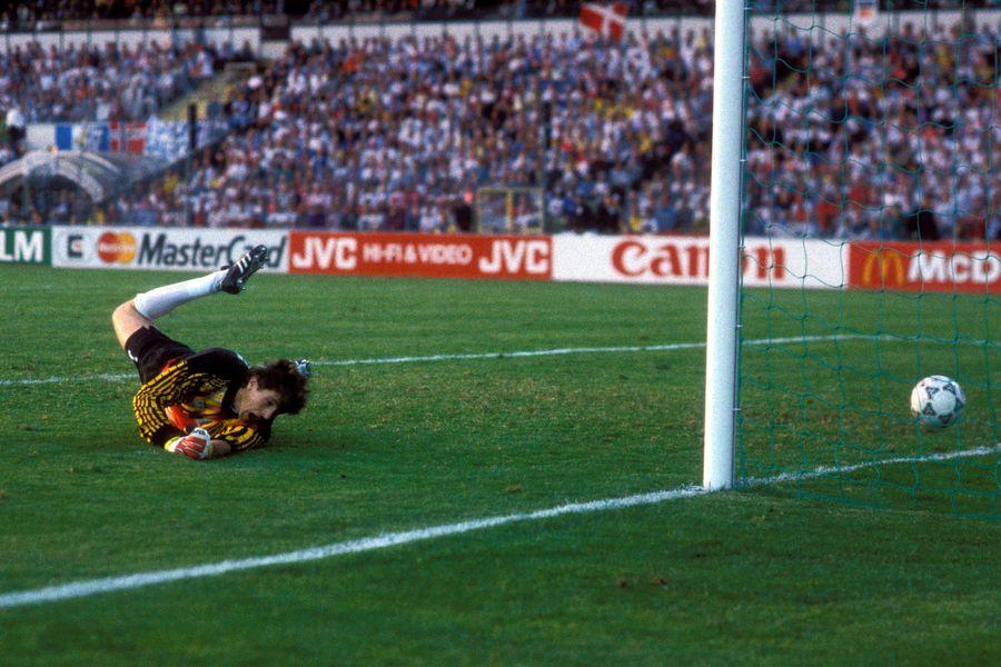 Ким Вильфорт забивает Германии в финале Евро-1992