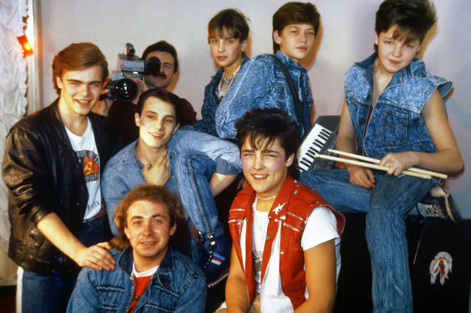 Основатель «Ласкового мая» Сергей Кузнецов, солист Юрий Шатунов и участники группы в Москве, 1989 год