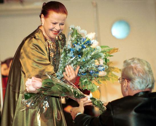 Александра Стрельченко во время концерта в честь 40-летия творческой деятельности, 2000 год