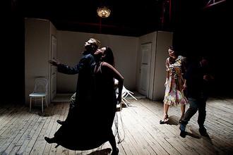 В Театре имени Маяковского прошла премьера спектакля «Маяковский идет за сахаром»