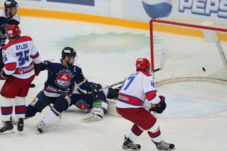Александр Радулов забивает один из голов