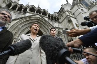 Марина Литвиненко, вдова отравленного полонием экс-офицера ФСБ, возле здания Высокого Суда в Лондоне