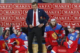 Олег Знарок (в центре) готовится к новому испытанию