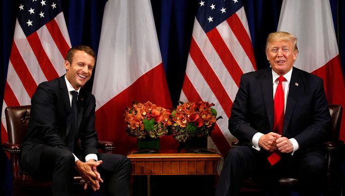 Президент Франции Эммануэль Макрон и президент США Дональд Трамп во время встречи в Нью-Йорке...