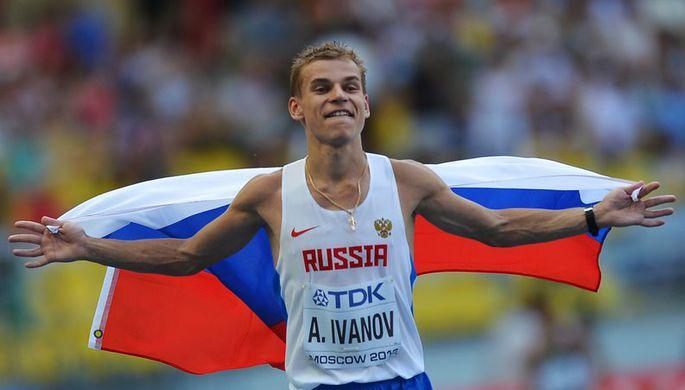 Россиянин Александр Иванов после финиша соревнований по спортивной ходьбе на дистанции 20 км среди мужчин на чемпионате мира по легкой атлетике в Москве.