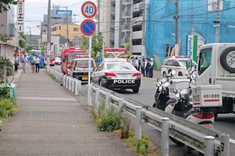 На месте нападения на школьников в городе Кавасаки, Япония, 28 мая 2019 года