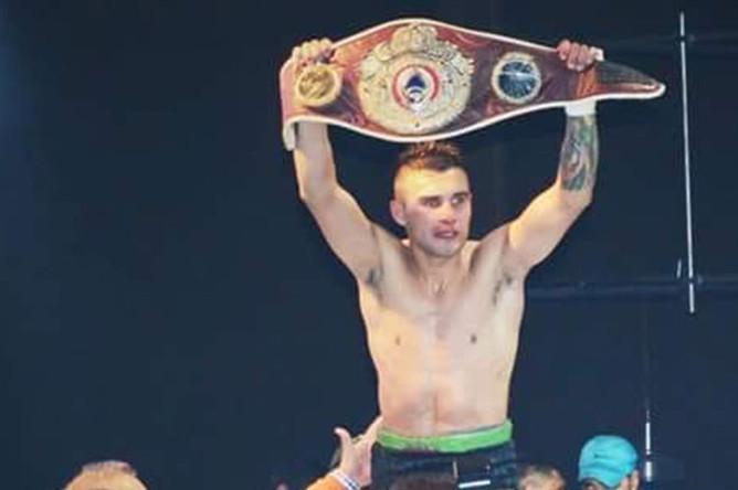 Уго Сантильян. 20 июля 2019 года 23-летний аргентинский боксер Уго Сантильян вышел на ринг против 30-летнего уругвайца Эдуардо Абреу и отбоксировал вничью. После боя он потерял сознание и умер от отека мозга, не приходя в сознание