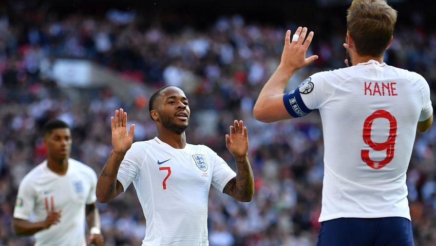 Рахим Стерлинг (в центре) и Гарри Кейн разрывают отборочную группу в составе сборной Англии
