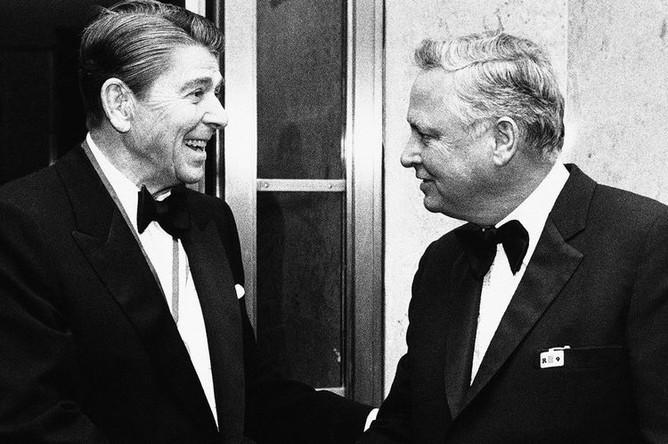 Президент Рональд Рейган и Баррон Хилтон, 1985 год