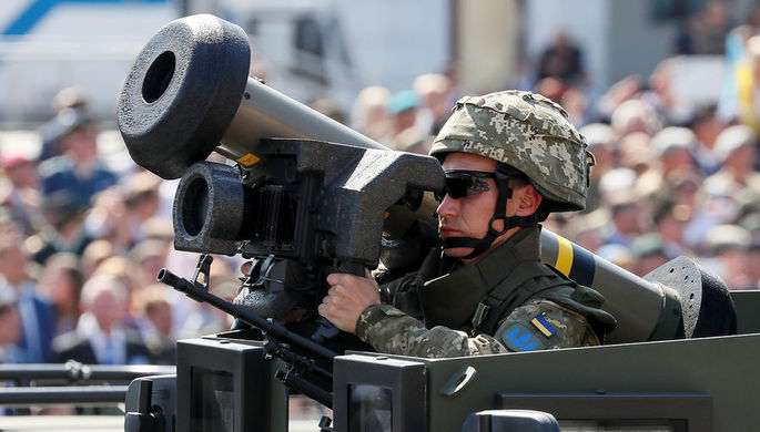 Украинский военнослужащий с противотанковым ракетным комплексом Javelin во время парада в честь Дня независимости Украины в Киеве, август 2018 года