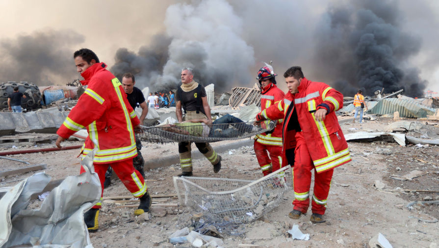 Экстренные службы на месте взрыва в порту Бейрута, 4 августа 2020 года