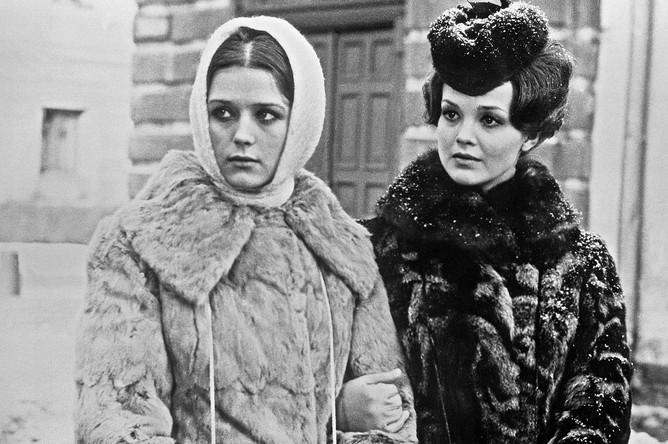 Ирина Алферова и Светлана Пенкина во время съемок фильма режиссера Василия Ордынского «Хождение по мукам», 1977 год