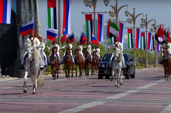 Кортеж президента России Владимира Путина в Абу-Даби, 15 октября 2019 года (кадр из видео)