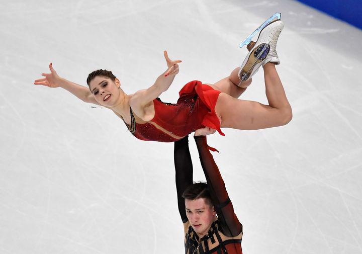 Анастасия Мишина и Александр Галлямов в произвольной программе спортивных пар на чемпионате мира по фигурному катанию в Стокгольме