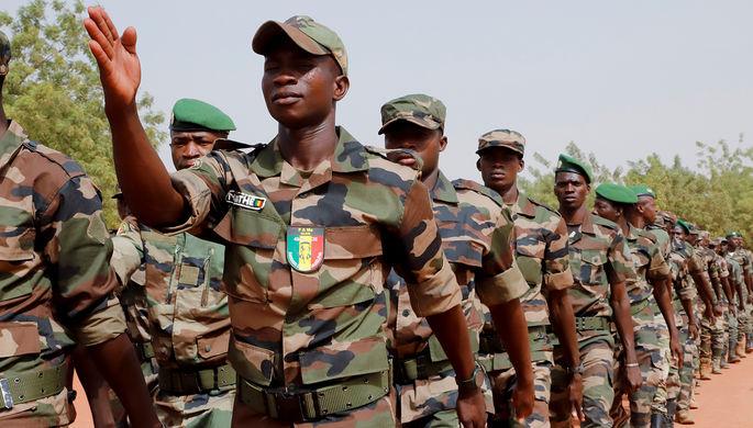 Второй переворот за год: военные задержали временного президента Мали