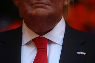 Восковая фигура избранного президента США Дональда Трампа с испанским и американским флагами в Музее восковых фигур в Мадриде, 17 января 2017 года