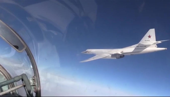 Два ракетоносца Ту-160 в ходе учений выполнили перелет на Чукотку