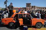 Сторонники армянского оппозиционного политика Никола Пашиняна во время митинга вцентре Ереване, 1 мая 2018 года