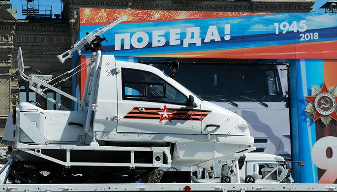 Снегоход «Беркут» с закрытой кабиной ТТМ-1901-40 с ПКП, закрепленный на платформе...