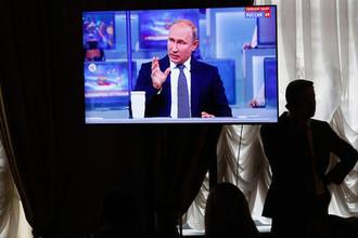 Во время трансляции «прямой линии» с президентом России Владимиром Путиным в Москве, 7 июня 2018 года