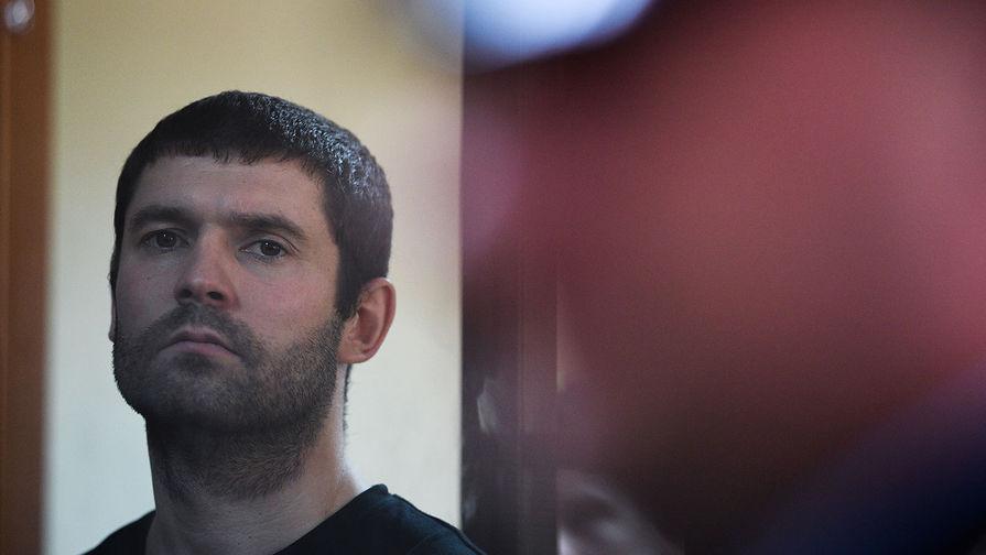 Детский тренер Александр Протасовицкий, обвиняемый в хулиганстве и побоях, во время оглашения приговора в Пресненском суде города Москвы, 8 мая 2019 года