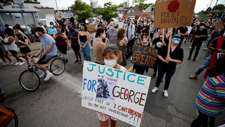 В Европе у посольств США прошли акции протеста из-за гибели Флойда
