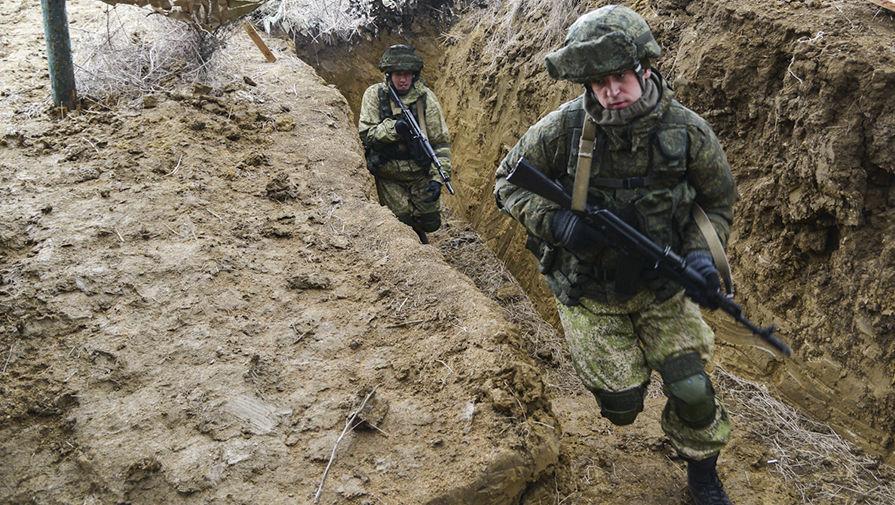 Военнослужащие вооруженных сил России во время учений ВДВ на полигоне Опук в Крыму, 19 марта 2017 года