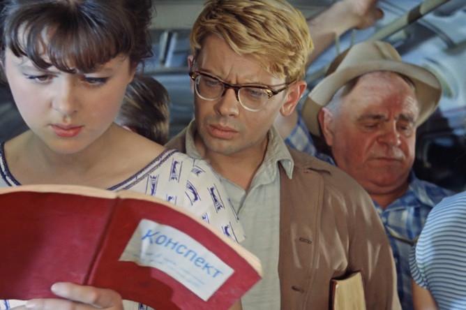 Кадр из фильма «Операция «Ы» и другие приключения Шурика» (1965). Режиссер Леонид Гайдай