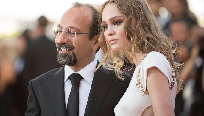 Асгар Фархади и Лилли-Роуз Депп на церемонии открытия 70-го Каннского международного кинофестиваля...