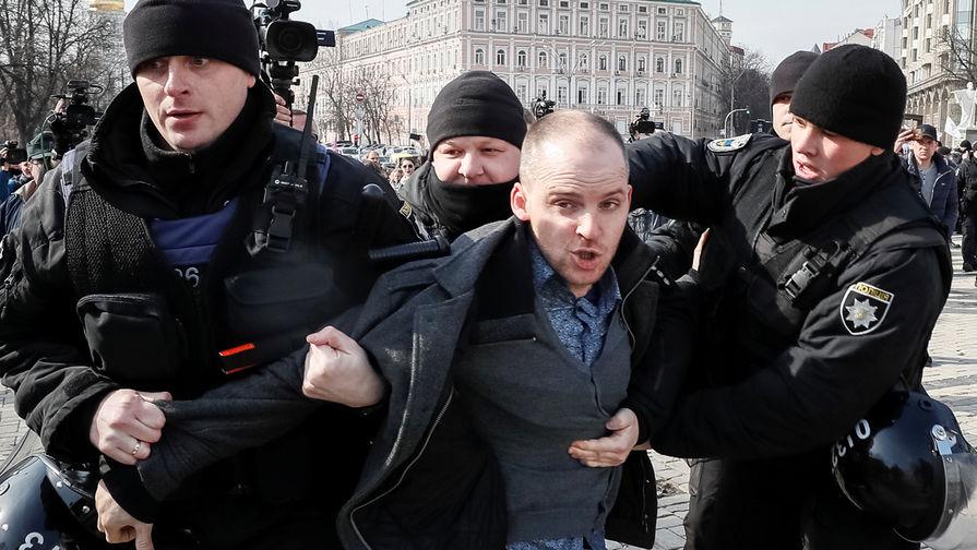 Зачем в Киеве подрались феминистки, радикалы и полицейские