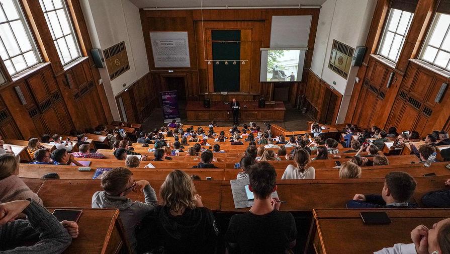Ряд ведущих российских вузов переходит на онлайн-обучение в связи с COVID-19