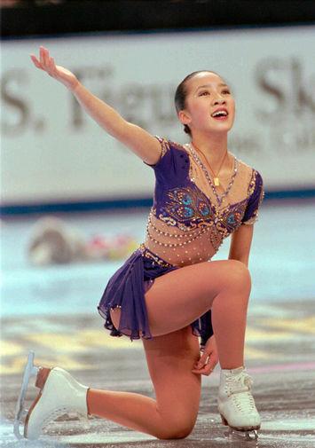 Мишель Кван заканчивает свою победную программу на чемпионате США по фигурному катанию, 1996 год