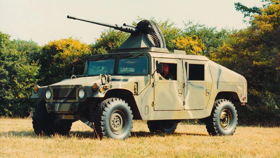 High Mobility Multipurpose Wheeled Vehicle (HMMWV или Humvee) — армейский вседорожник, набазе которого позже был сделан первый Hummer H1