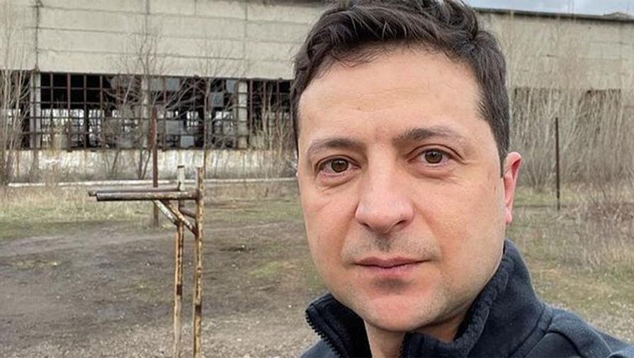 Зеленский сделал селфи в Донбассе
