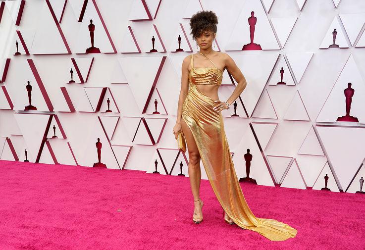 Андра Дэй, которая снималась в фильме «Соединенные Штаты против Билли Холидей», была выдвинута на премию в номинации «Лучшая актриса». Она появилась на дорожке в платье на заказ Vera Wang и украшениях Tiffany & Co.