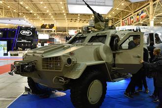Военный бронеавтомобиль легкого класса с колесной формулой 4х4 «Дозор-Б» на Международной выставке «Оружие и безопасность 2016» в Киеве