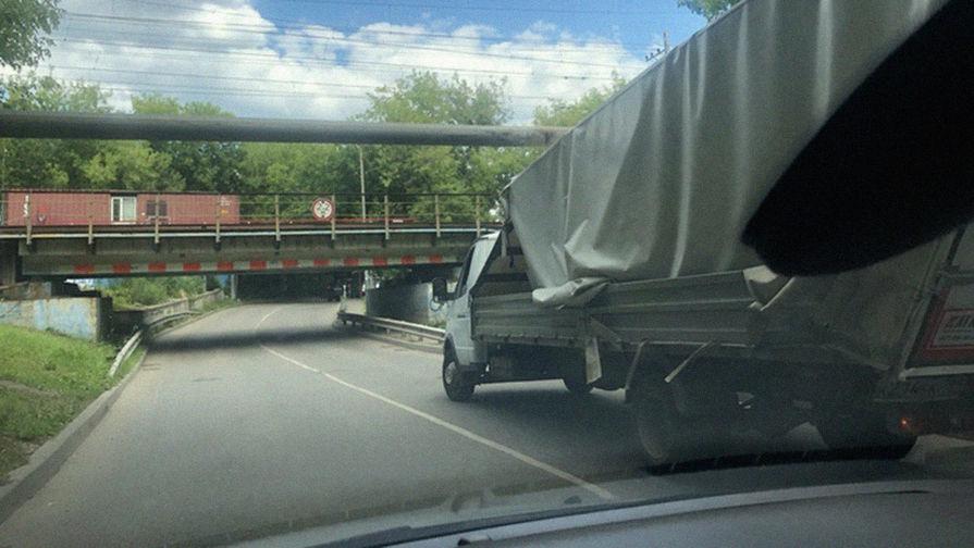Низкий мост на Складочной улице в Москве, июнь 2018 года